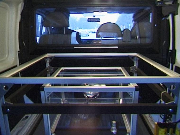 Transportsystem für Hustensaft, Andreas Slominski, Deutsche Guggenheim Berlin, 1998, Videofilm von Martin Kreyssig
